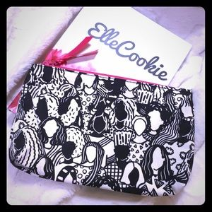 IPSY Black and White Women Print Makeup Bag